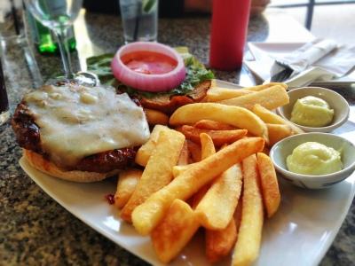 pm's famous burger